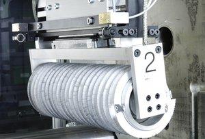 Bürstsystem mit elektrisch angetriebenen Achsen- und Bürstmodulen